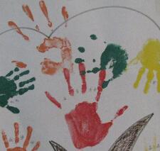 手印画大树图片